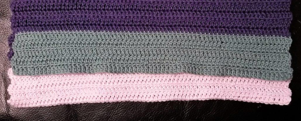 gæstehåndklæder ligger ovenpå hinanden billede af de 2 gæstehåndklæder