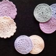 Hæklet Makeup Runddeller billed med hæklet make-up runddeller med 3 forskellige slags kanter