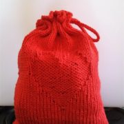 Billed af strikket hjertepose