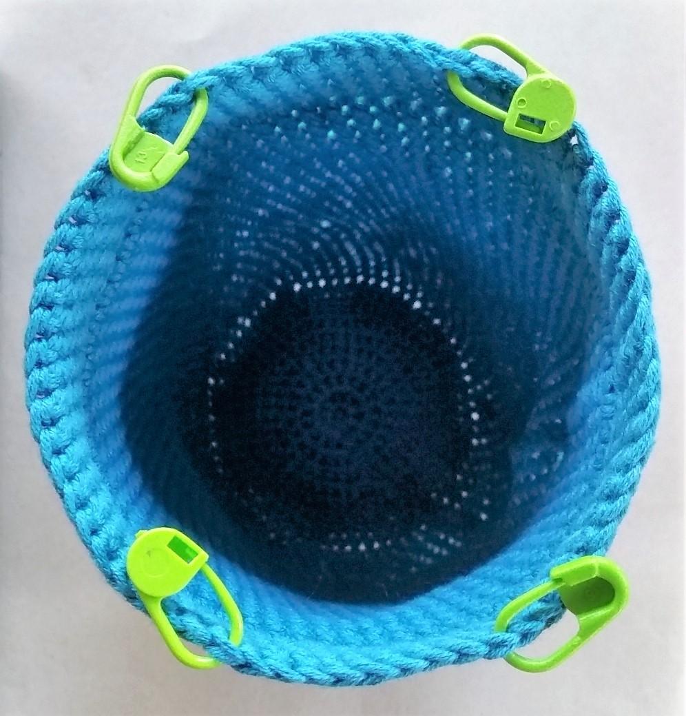 hæklet håndledstaske billed af den hæklet håndledstaske er hæklet færdigt