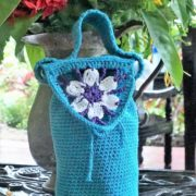 hæklet håndledstaske billed af færdig hæklet taske