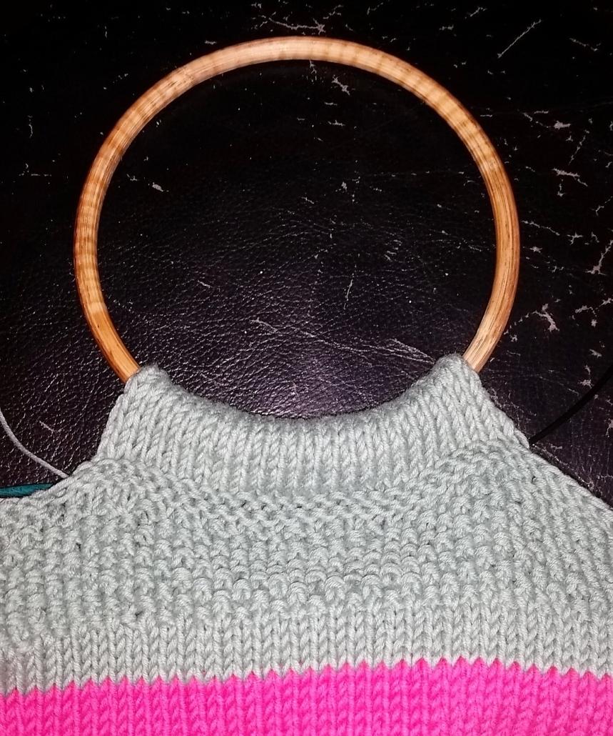 strikkestøjstaske billed 4 bisen er strikket om hanken