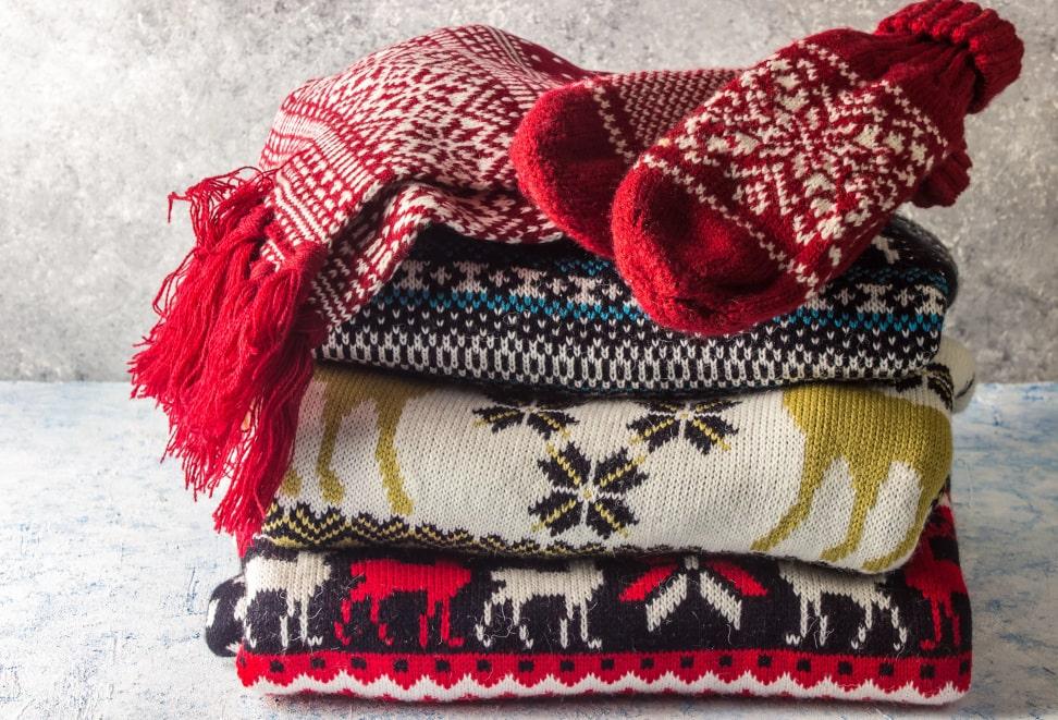 Julesweaters og de bløde pakker under juletræet