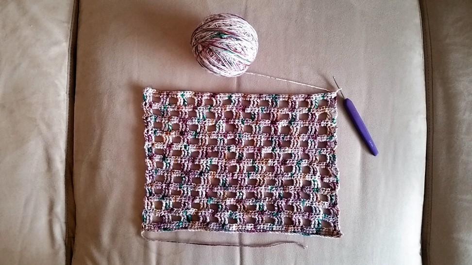 Rudetørklæde billed hæklet i lyst garn