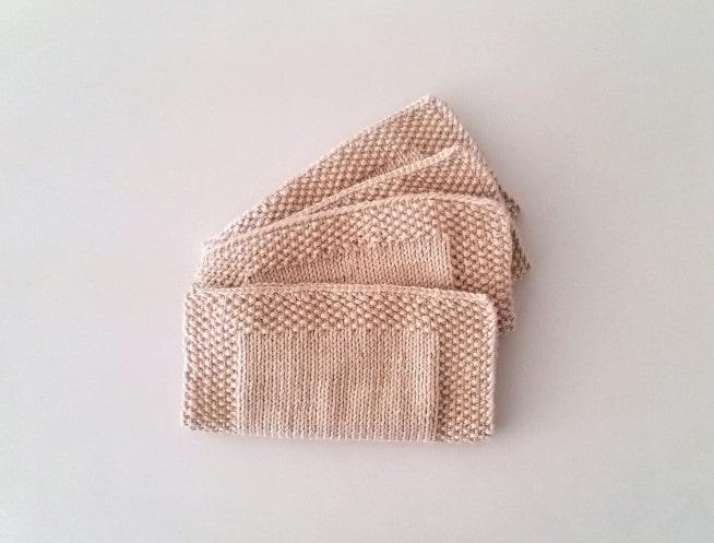Ansigts klude med kant af perlestrik strikkeopskrift