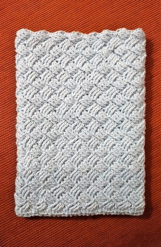 Vaskehandske i flettet hæklemønster hæklet færdig