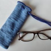 Billed af brilleetui til strikkeopskriften